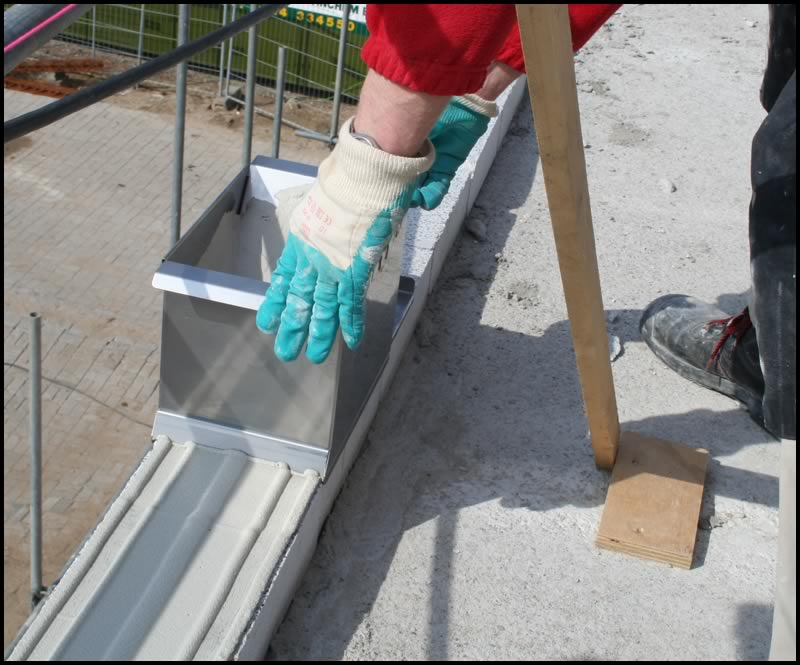 Thin joint mortar applicator in practice